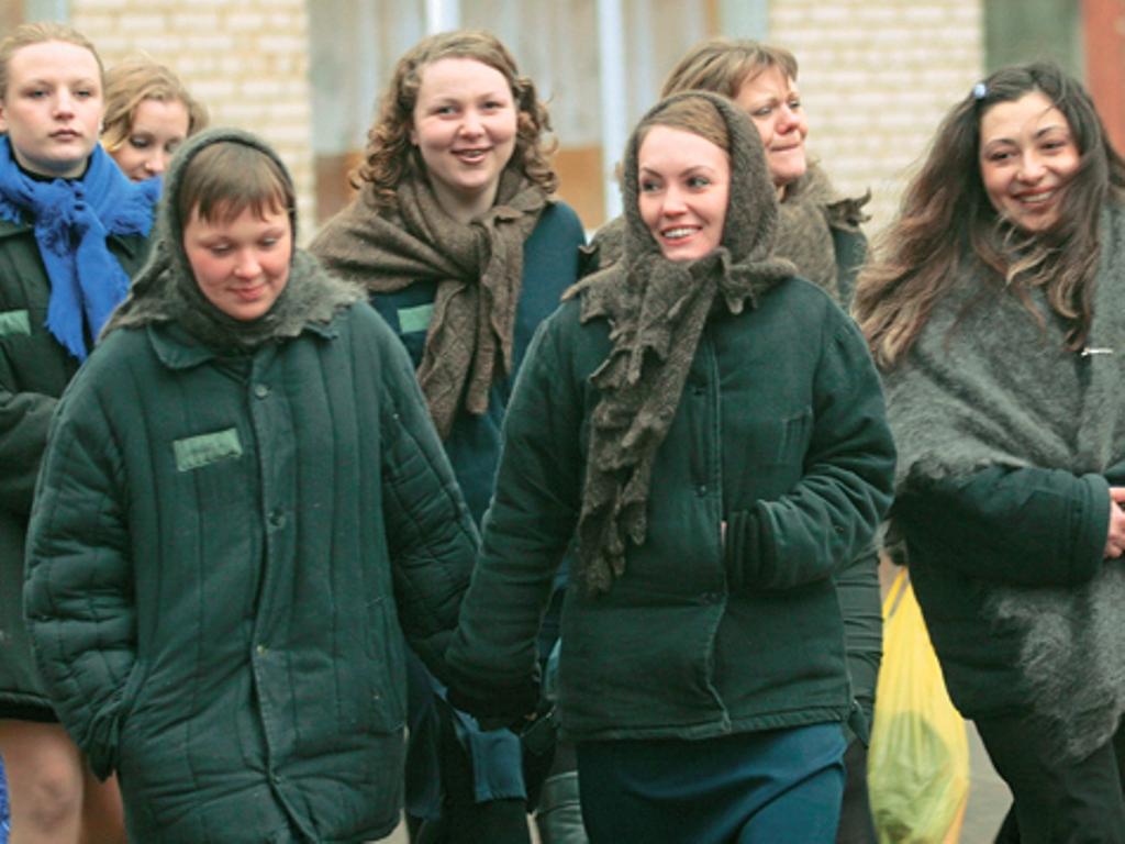 русские девки на зоне близким родственникам